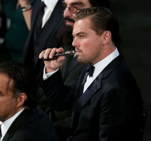 Ди Каприо с электронной сигаретой